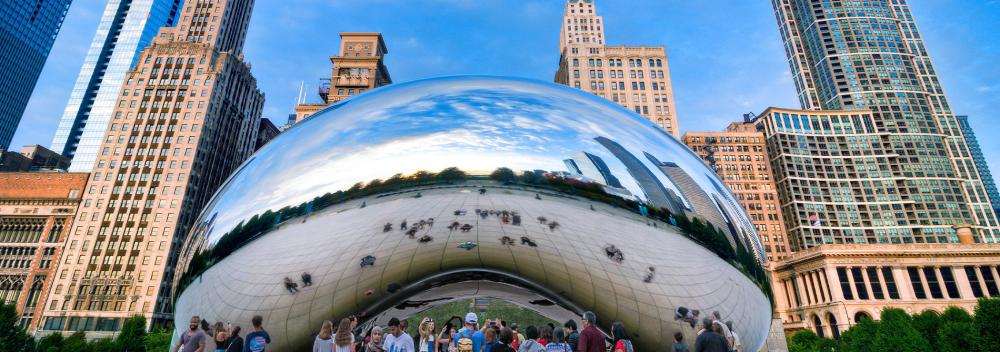 Cloud Gate sculpture in downtown Chicago, Illinois